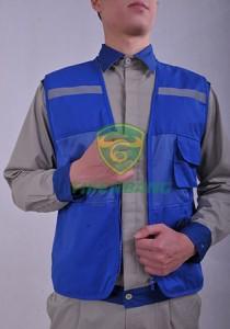 áo ghile phản quang xanh.
