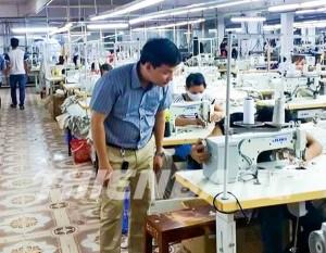 Kiểm tra tình hình xưởng may bảo hộ Thiên Bằng