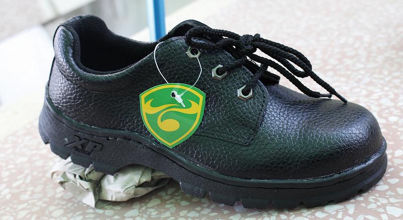 Giày Bảo Hộ Lao Động XP Đế Đỏ Chính Hãng