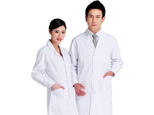 dong-phuc-benh-vien-blouse-trang