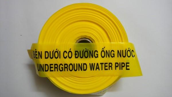 băng đường ống nước bên dưới